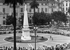 Las Madres de Plaza de Mayo cumplen 44 años y lo celebran con un acto virtual y banderas argentinas